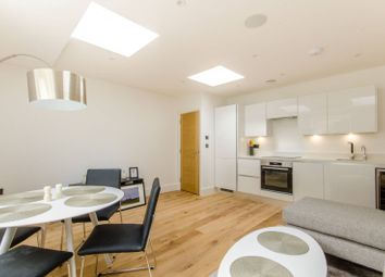 2 bed flat to rent in Parkhurst Road, Holloway, London N7