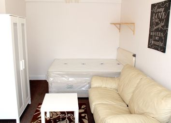 Thumbnail Studio to rent in Oakwood Avenue, Southall