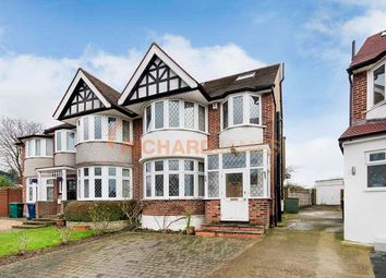 4 bed property to rent in Maxwelton Close, London NW7
