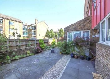 Thumbnail 2 bed flat to rent in Hillingdon Street, London