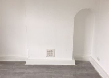 Thumbnail 6 bed property to rent in Hollybush Gardens, Bethanl Green, London
