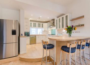 4 bed flat to rent in Nevern Square, Kensington, London SW5
