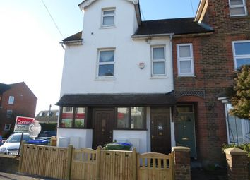 Thumbnail 2 bed flat to rent in Station Road, Horsham