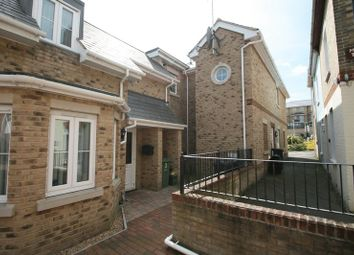 Thumbnail 2 bedroom flat to rent in Middleton Court, Cross Street, Cowes