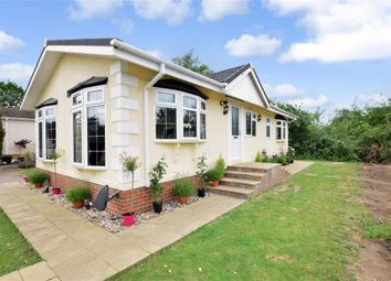 2 bed mobile/park home for sale in Maidstone Road, Paddock Wood, Kent TN12