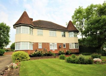 Thumbnail 2 bed flat to rent in The Towers, Engel Park, Mill Hill