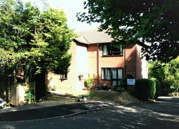 Thumbnail 2 bed flat to rent in Bennetts, Chesham