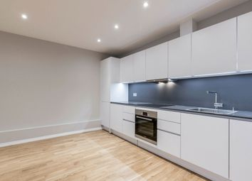 2 bed flat to rent in Shacklewell Lane, London E8