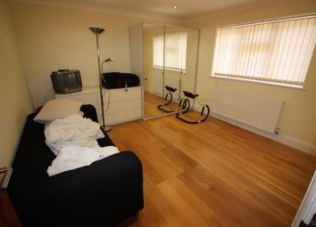 Thumbnail Room to rent in White Orchards, Uxbridge Road, Stanmore