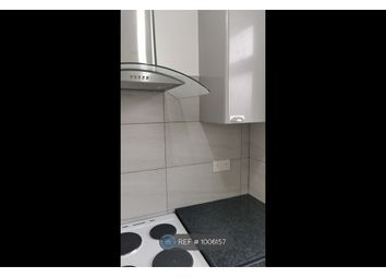 2 bed flat to rent in Mottingham Road, London SE9