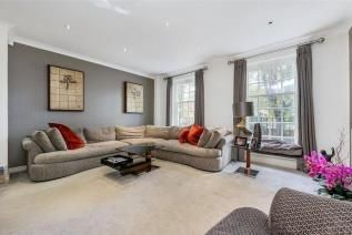 4 bed property to rent in Marston Close, Swiss Cottage NW6
