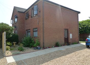Thumbnail 1 bed flat to rent in Gordon Road, Newbury