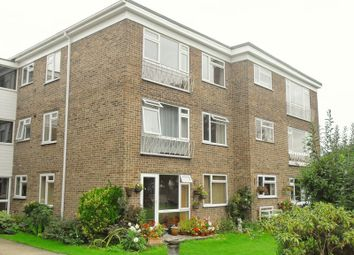Thumbnail 1 bed flat to rent in Grovelands, Horley