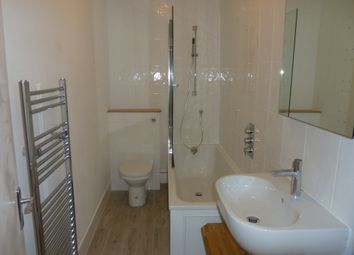 Thumbnail 1 bed flat to rent in Dalyell Road, Brixton