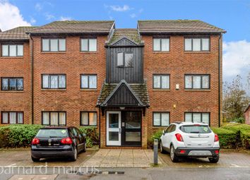 West Quay Drive, Yeading, Hayes UB4. 2 bed flat for sale