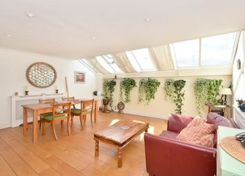 Thumbnail 3 bed flat to rent in Langford Road, Fulham