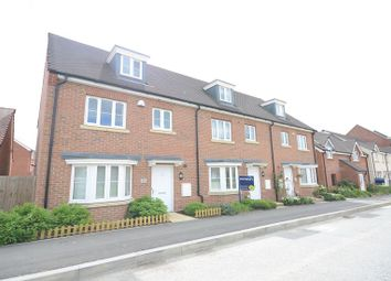 Thumbnail 4 bed town house to rent in Sparrowhawk Way, Bracknell