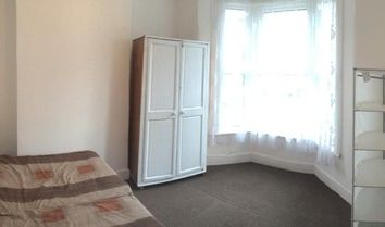 Thumbnail 4 bed terraced house to rent in Perth Road, London