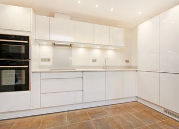 Thumbnail 1 bed flat to rent in Queens Avenue, Canterbury