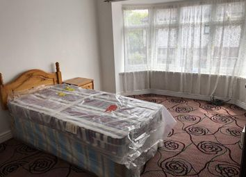 Thumbnail 5 bed flat to rent in Ashburton Avenue, Goodmayes, Ilford