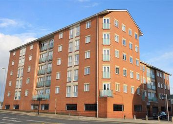 Thumbnail 1 bedroom flat for sale in Wincolmlee, Hull