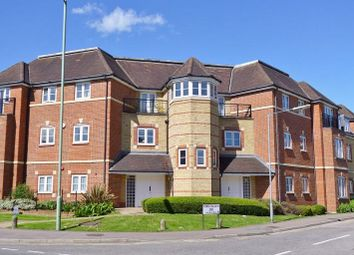 Thumbnail 3 bed flat to rent in Wellsfield, Bushey