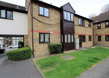 Thumbnail 2 bedroom flat for sale in Halstead Court, Walthamstow, London