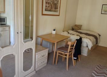 Thumbnail Studio to rent in Gloucester Place, London
