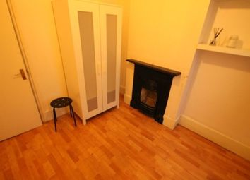 Room to rent in Hazelbank Road, London SE6