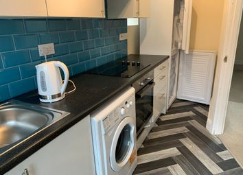 2 bed flat to rent in Albany Road, Coventry CV5