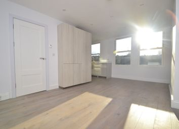 Thumbnail 2 bed flat to rent in Weston Park, London