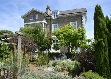 Thumbnail 3 bed flat for sale in Sunnyside, London