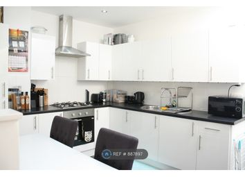 Thumbnail 1 bed flat to rent in High Street, Bagshot