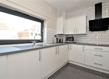 Thumbnail 1 bed flat to rent in Rich Street, Westferry, Canary Wharf