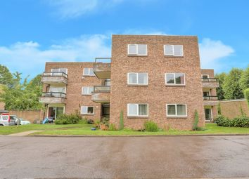 Thumbnail 2 bedroom flat to rent in Stakers Court, Harpenden, Hertfordshire