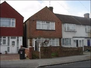 Thumbnail 2 bed flat to rent in Rochford Way, Croydon
