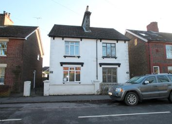 Thumbnail 1 bedroom flat to rent in Lingfield Road, East Grinstead