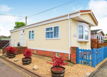 Thumbnail 1 bed mobile/park home for sale in Laburnum Court, Smallfield, Horley