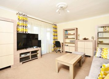 Thumbnail 2 bedroom flat to rent in Lindfield Gardens, Guildford