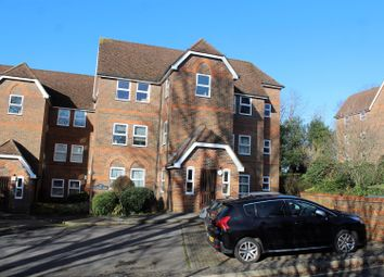 2 bed flat for sale in Malmers Well Road, High Wycombe HP13