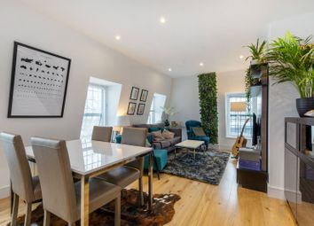 Thumbnail 2 bed flat to rent in Metropolitan Crescent, Clapham South
