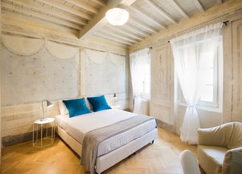 Thumbnail Hotel/guest house for sale in Via Del Centro, Arezzo (Town), Arezzo, Tuscany, Italy