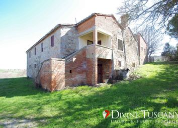 Thumbnail 4 bed country house for sale in Strada Per Chianciano, Montepulciano, Siena, Tuscany, Italy