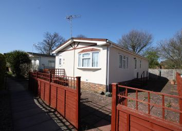 Thumbnail 2 bed mobile/park home for sale in Three Arches Park, Redhill