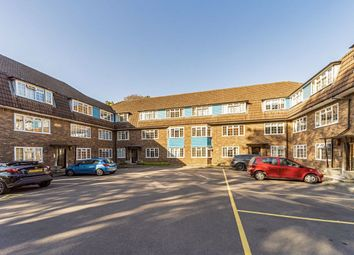 Woodside Court, The Common, London W5. 2 bed flat