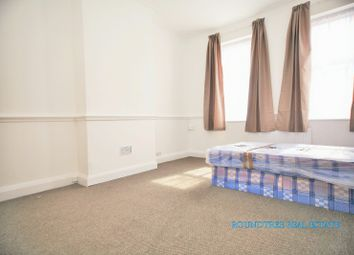 3 bed flat to rent in Watford Way, Hendon NW4