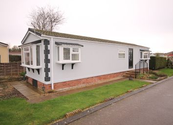 2 bed mobile/park home for sale in Maple Close, Briar Bank Park, Wilstead, Bedford MK45