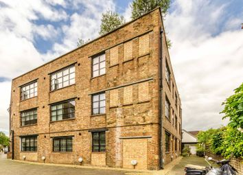 Thumbnail 2 bedroom flat for sale in Elmore Street, Islington, London