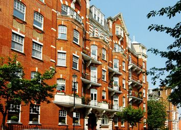 Thumbnail 4 bed flat to rent in Campden Hill Road, London
