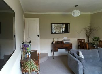 2 bed flat to rent in Jevington Gardens, Eastbourne BN21